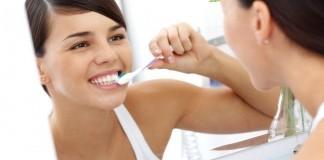 Zahnpflege Mundspülung Zahnreinigung Zahnbürste