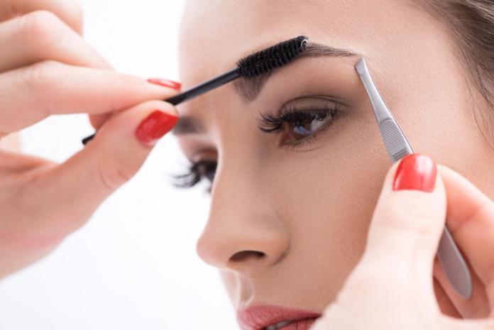 Ratgeber Augenbrauenlifting von Hyaluronsäure bis Fadenlifting